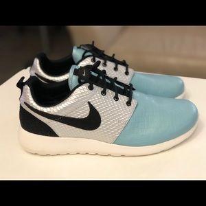 Nike Women's Blue Roshe One LX Run 881202-002